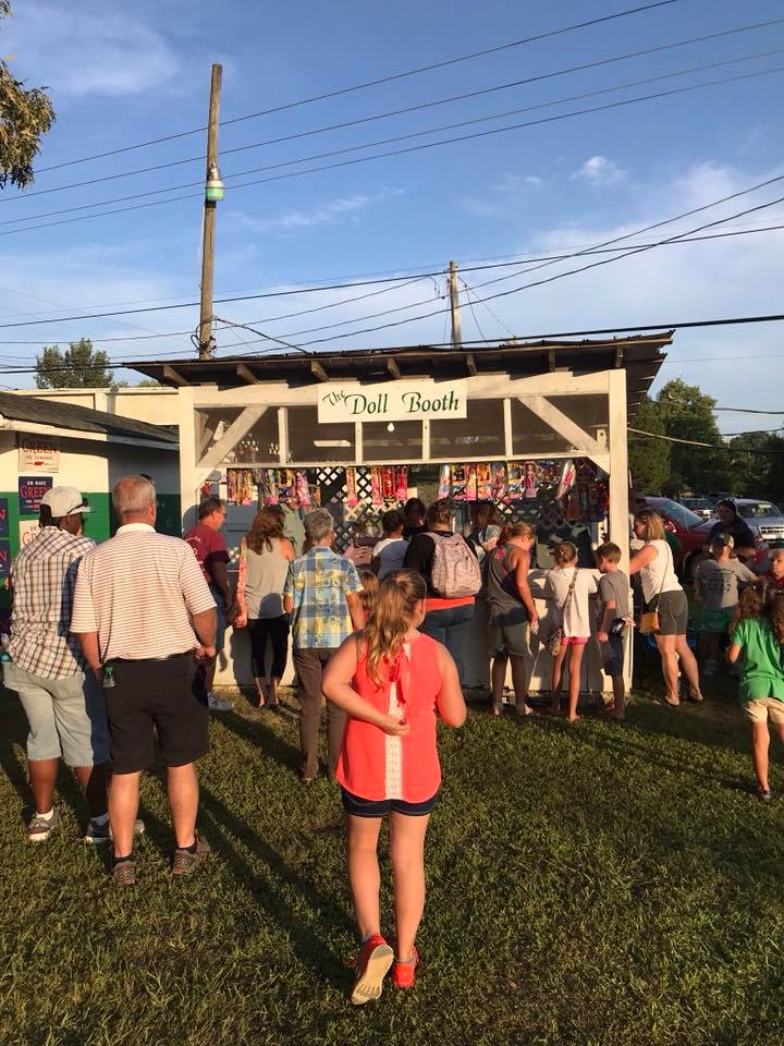 family friendly game booths and food at irish picnic tn